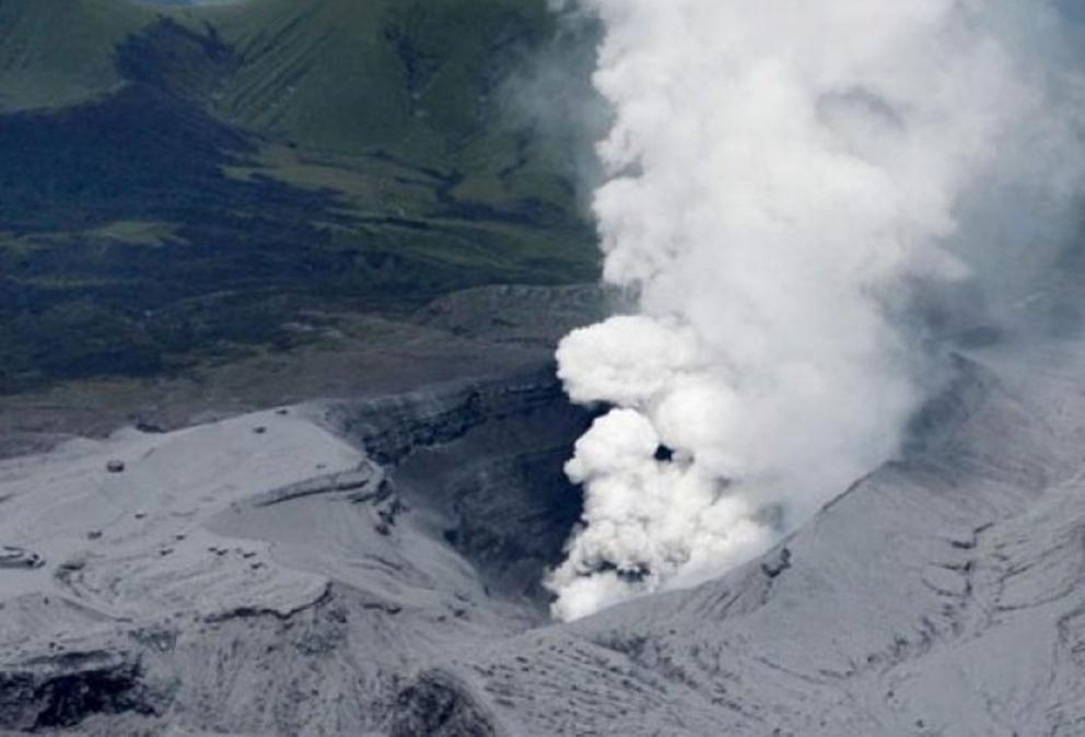 Gunung Aso Jepang meletus, tingkat siaga dinaikkan