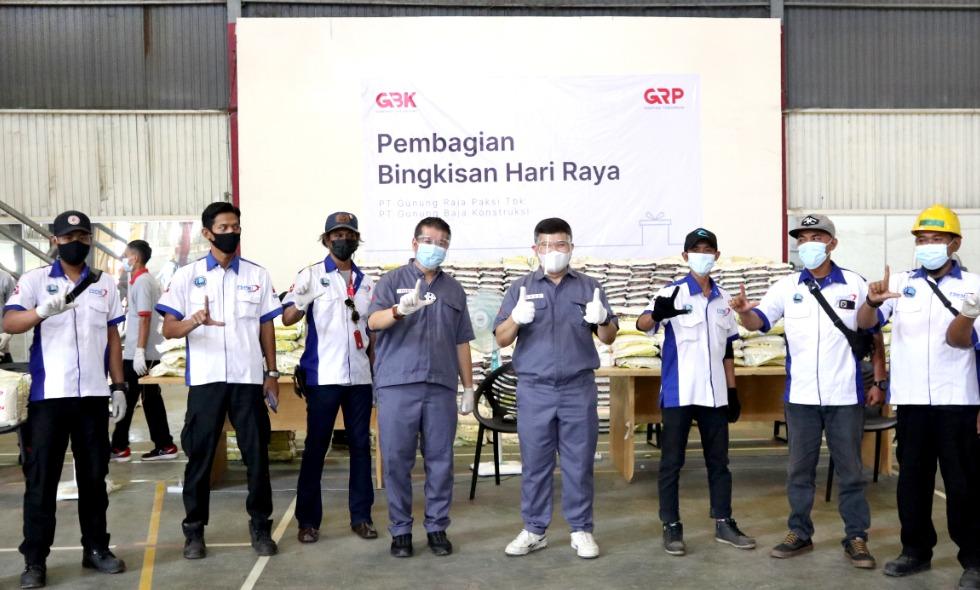 Selain THR, GRP juga bagikan 5.600 paket sembako kepada karyawan