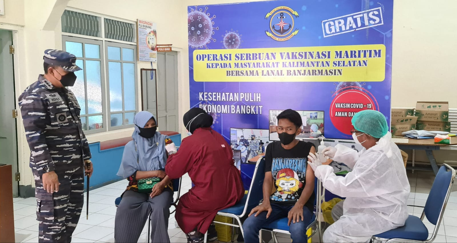 Nakes Lanal Banjarmasin gencarkan vaksinasi maritim kepada warga pesisir