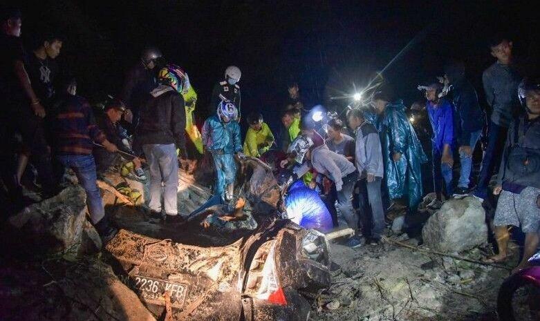 Polisi berlakukan buka tutup jalur Medan-Berastagi akibat longsor