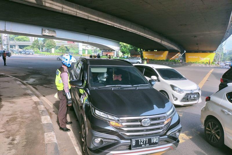 Polres Jakarta Barat mulai beri sanksi tilang ganjil genap
