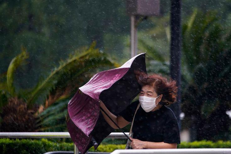 Topan Kompasu di China selatan, banjir di utara renggut tiga nyawa