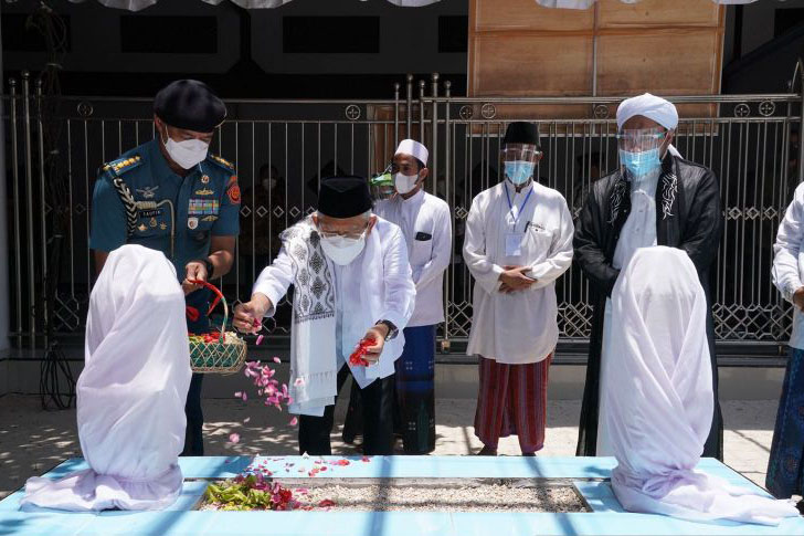 Wapres ziarah ke makam Pahlawan Nasional KHR. As`ad Syamsul Arifin