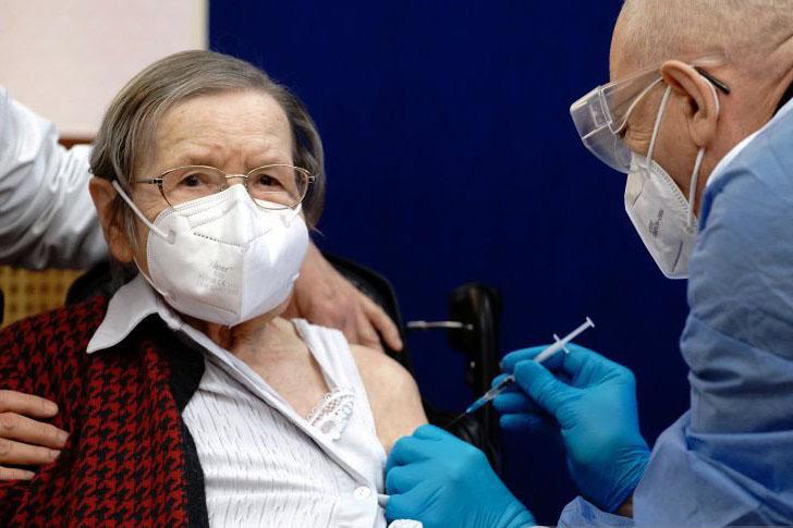 Panel Jerman sarankan lansia 70 tahun ke atas dapat vaksin booster