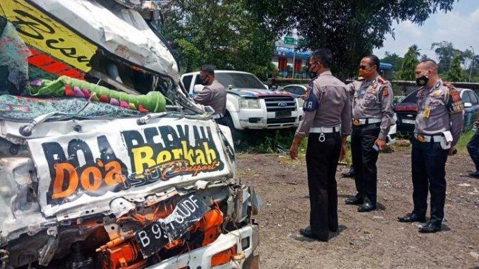17 Oktober 2020: Kecelakaan beruntun di Puncak Bogor