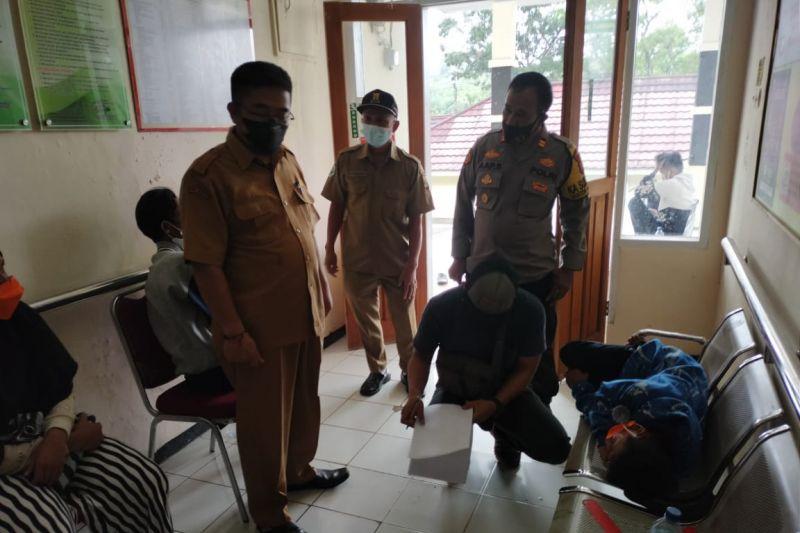 Puluhan warga di Sagaranten Sukabumi keracunan nasi kotak