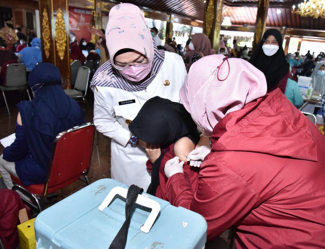 Pemkab Sukoharjo mulai layani vaksinasi Covid-19 warga luar daerah