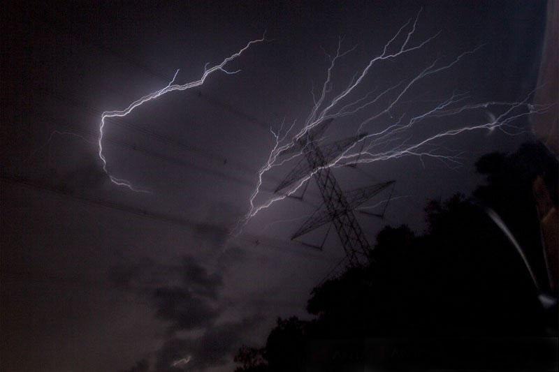 Sebagian wilayah Indonesia berpotensi hujan sedang hingga lebat