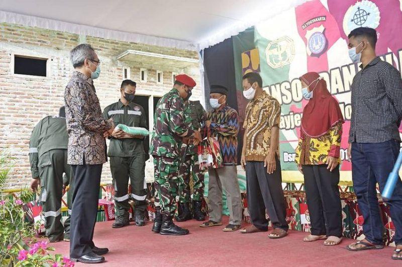 Danjen Koppasus salurkan bansos warga terdampak COVID-19 di Bantul