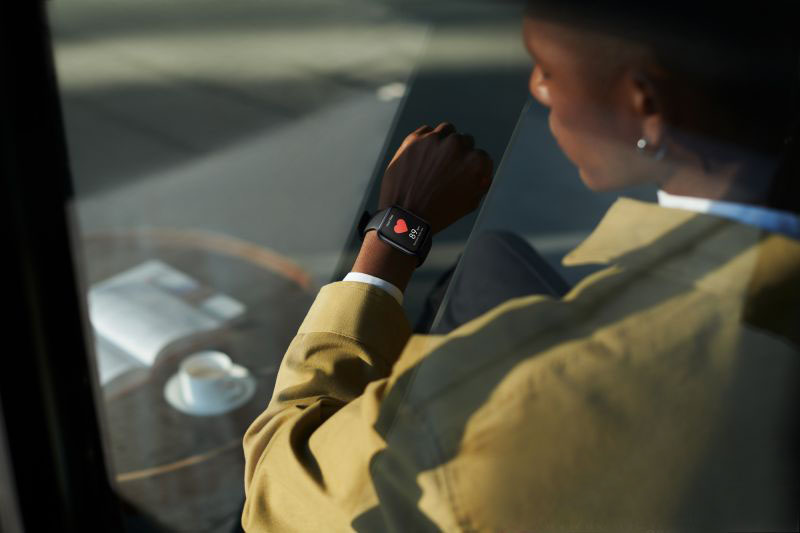 OPPO Watch dilengkapi sensor ukur irama detak jantung