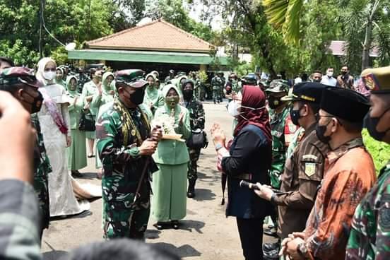 Tinjau vaksinasi Covid-19, Pangdam III/Siliwangi apresiasi inovasi Pemkab Indramayu