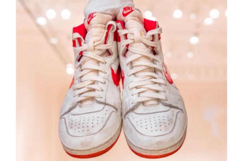 Sepatu kets Michael Jordan terjual Rp21 miliar, tembus rekor lelang
