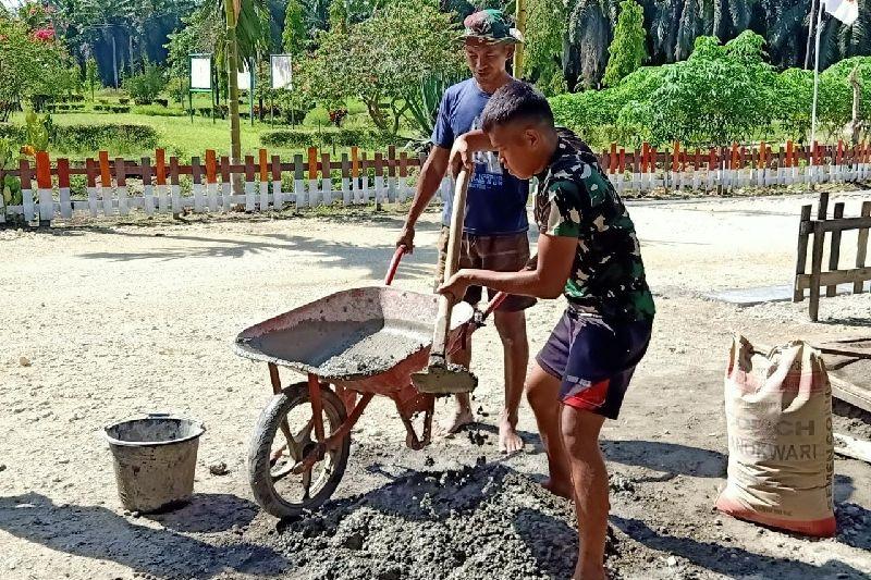 Satgas TNI perbaiki jalan kampung di perbatasan RI-PNG