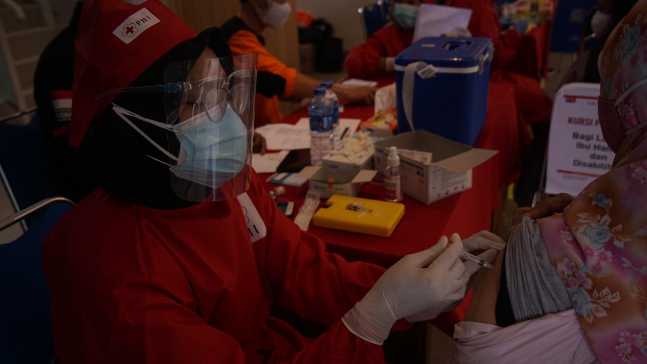 Dua juta vaksinasi bagi Indonesia Sehat bersama PMI