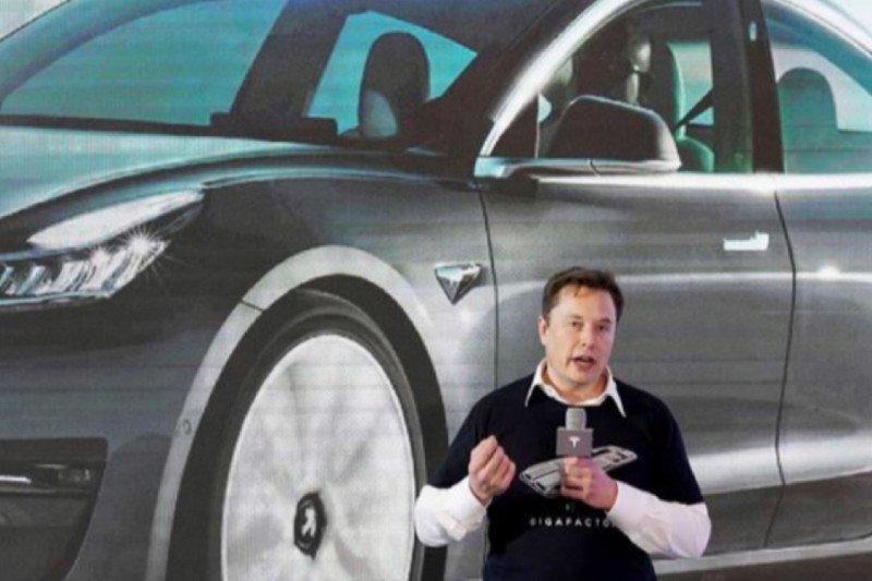 Tesla bernilai satu triliun dolar AS, beri keuntungan ganda bagi Musk
