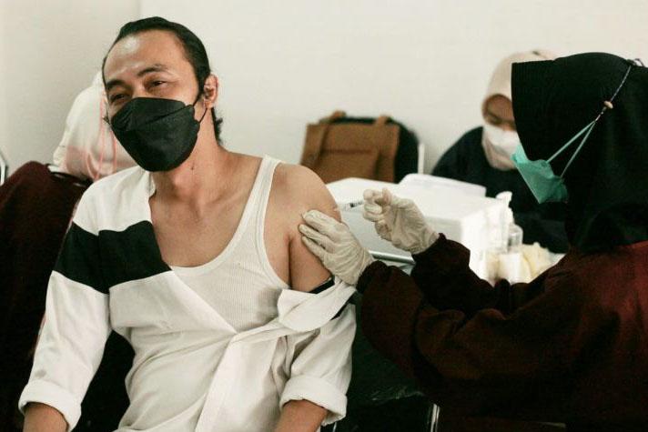 Bogor harus suntik 1,7 juta dosis vaksin agar turun ke level dua