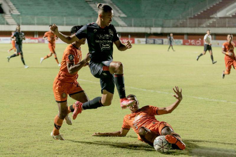 Arema FC tumbangkan Persiraja 2-0