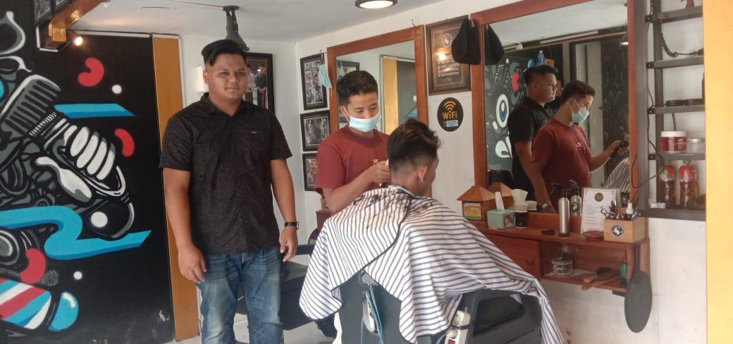 Rexi, sarjana keguruan yang sukses buka usaha `Evo Barber Shop`