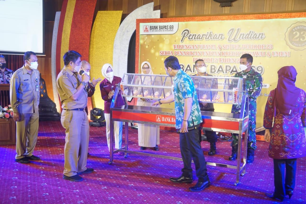 Bupati Magelang undi hadiah utama Bank Bapas 69
