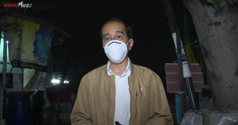 Jokowi blusukan bagikan sembako dan paket obat untuk masyarakat