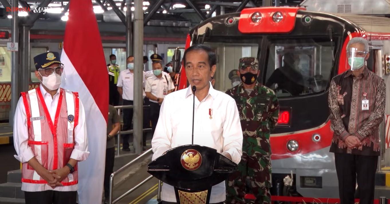 Jokowi meresmikan pengoperasian KRL Lintas Yogyakarta-Solo