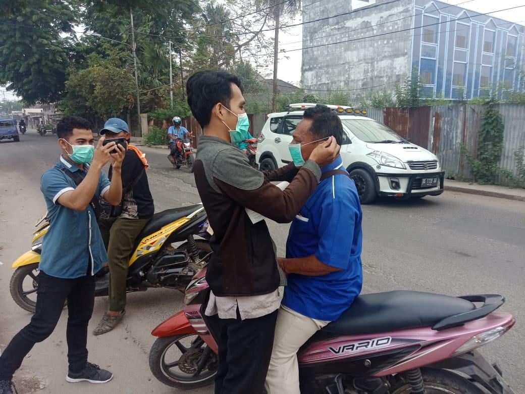 Kabut asap selimuti Kota Palembang, Elshinta Peduli bagikan masker pada pengendara