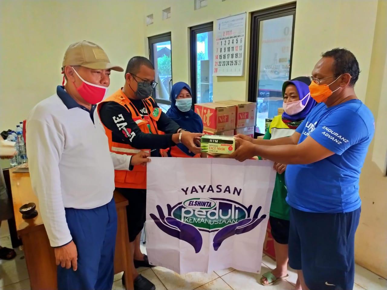Tim Elshinta Peduli Kemanusiaan bantu warga korban banjir di Cipinang Melayu, Jaktim
